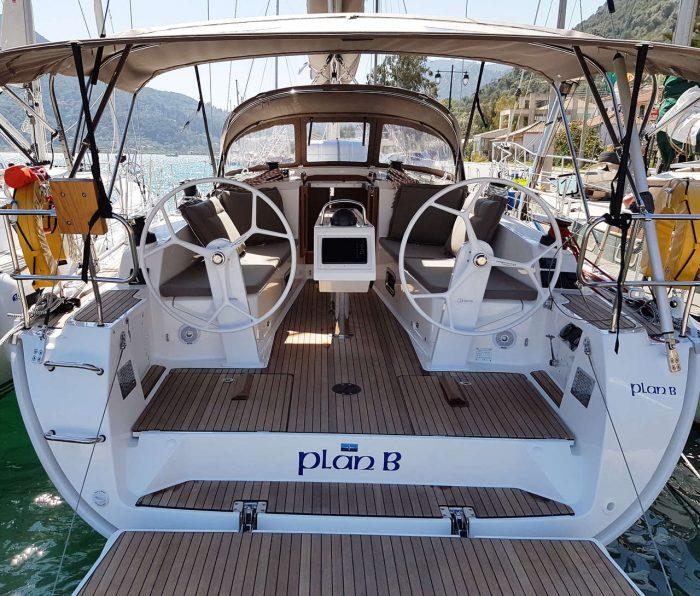 choosing charter yacht